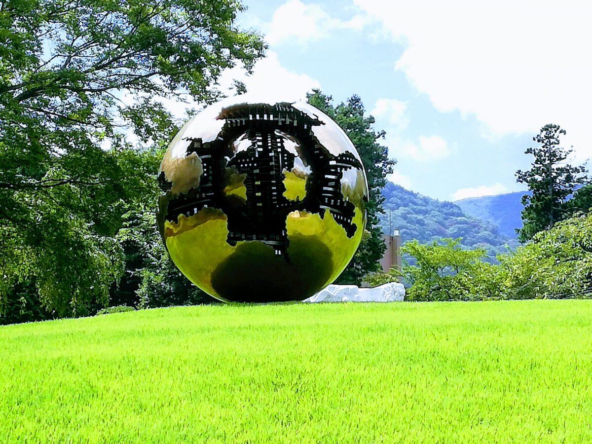 球体を持った球体:アルナルド・ポモドーロ